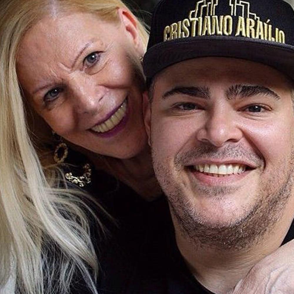 Foto da cantora Vanusa com o filho Rafael.