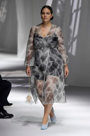 diversidade na passarela - vestido Fendi