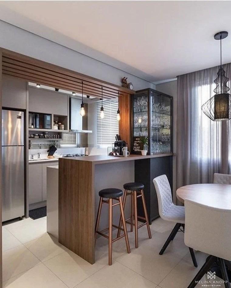 Sala de jantar integrado com cozinha.