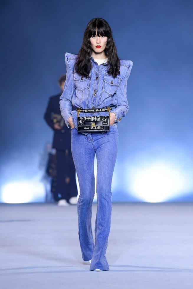 jeans com ombreiras