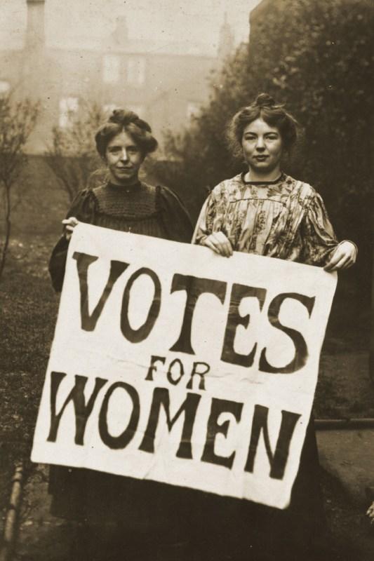 As líderes sufragistas do WSPU Annie Kenney e Christabel Pankhurst, c. 1908.