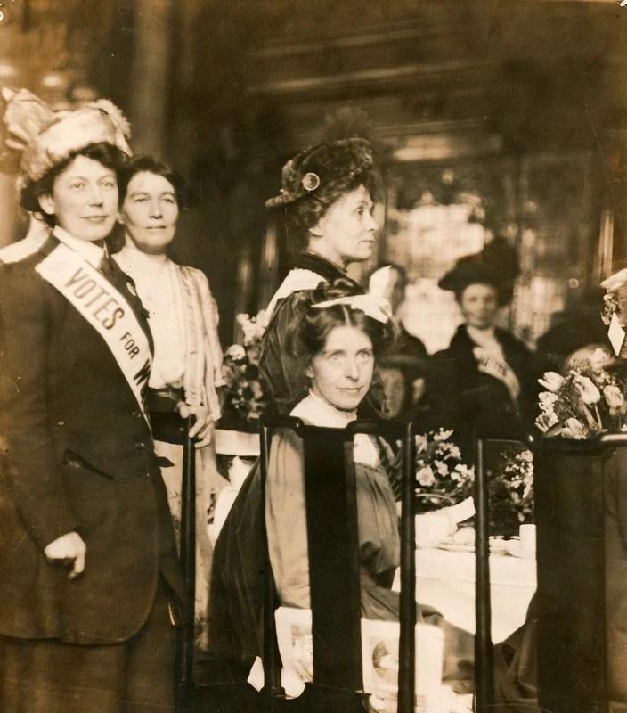 Líderes sufragistas na recepção da Women's Social & Political Union (WSPU), c.1908-1912.