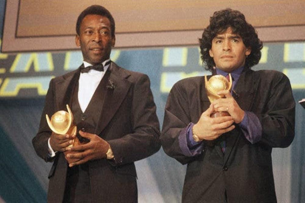Pelé e Maradona juntos.