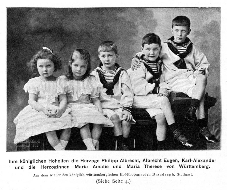 Grupo de crianças alemãs da dinastia de Württenberg, os meninos com roupa da marinheiro.