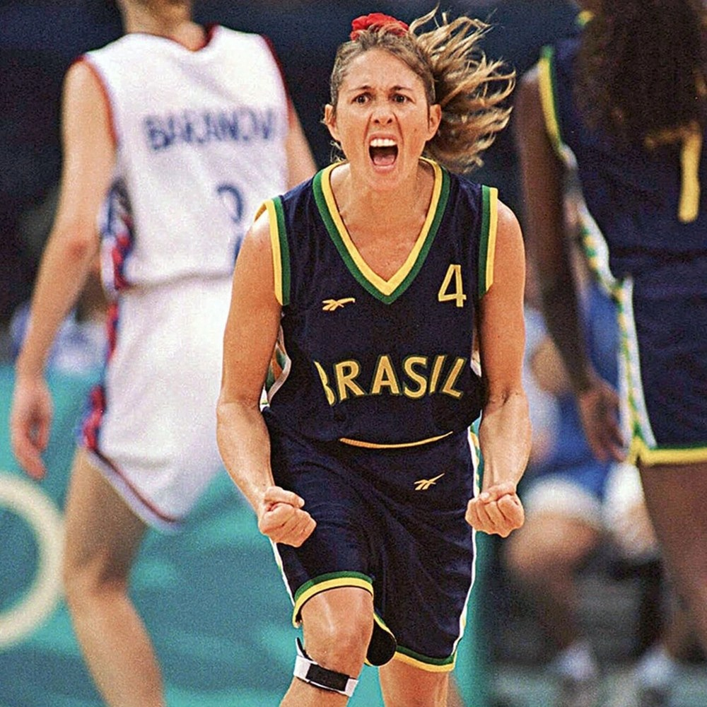 Jogadora Hortência em campo.