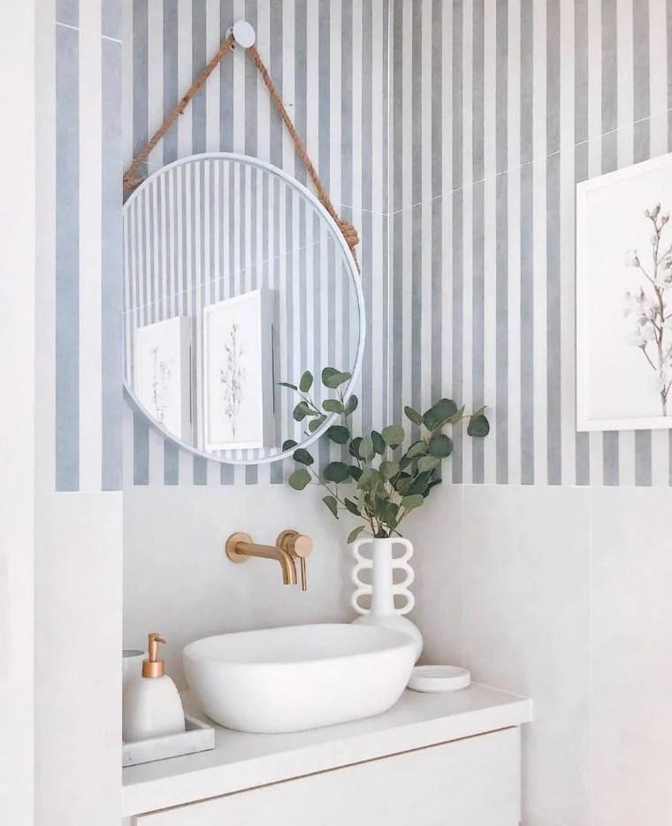 Parede listrada com cores para apartamento pequeno