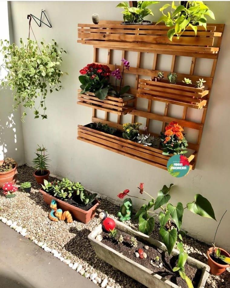 Canteiro e jardim vertical