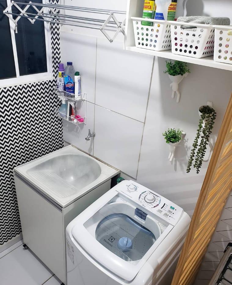 Lavanderia com papel de parede