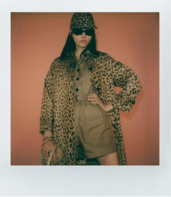 Fotos polaroid do look de oncinha da Dior