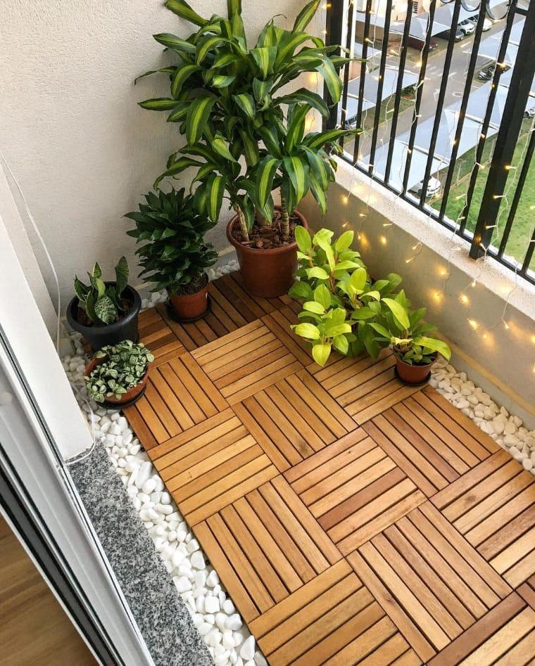 Chão com plantas