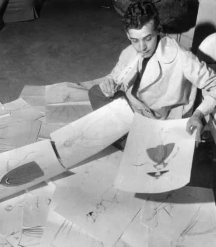 O jovem Dener Pamplona em meio aos seus desenhos.