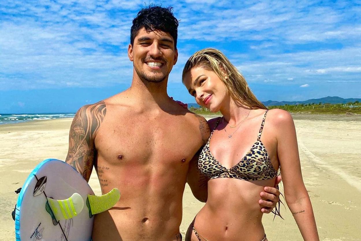 Gabriel Medina e Yasmin Brunet oficializaram o relacionamento