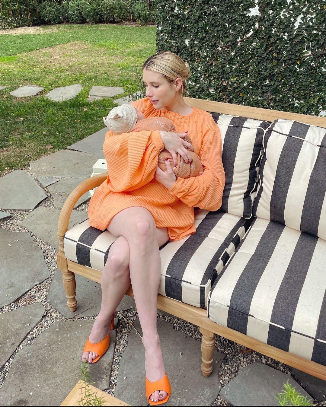 Primeira foto do filho de Emma Roberts.
