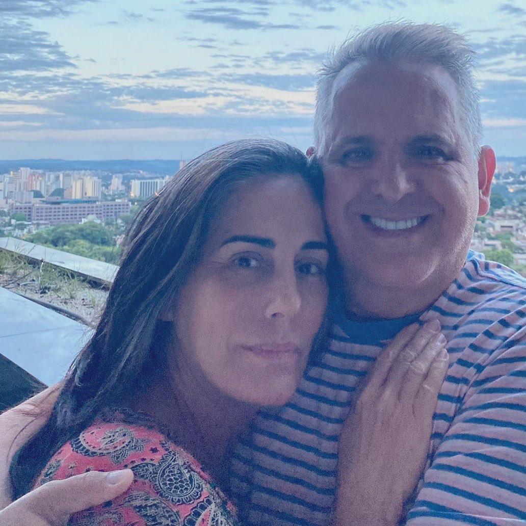 Gloria Pires e esposo.