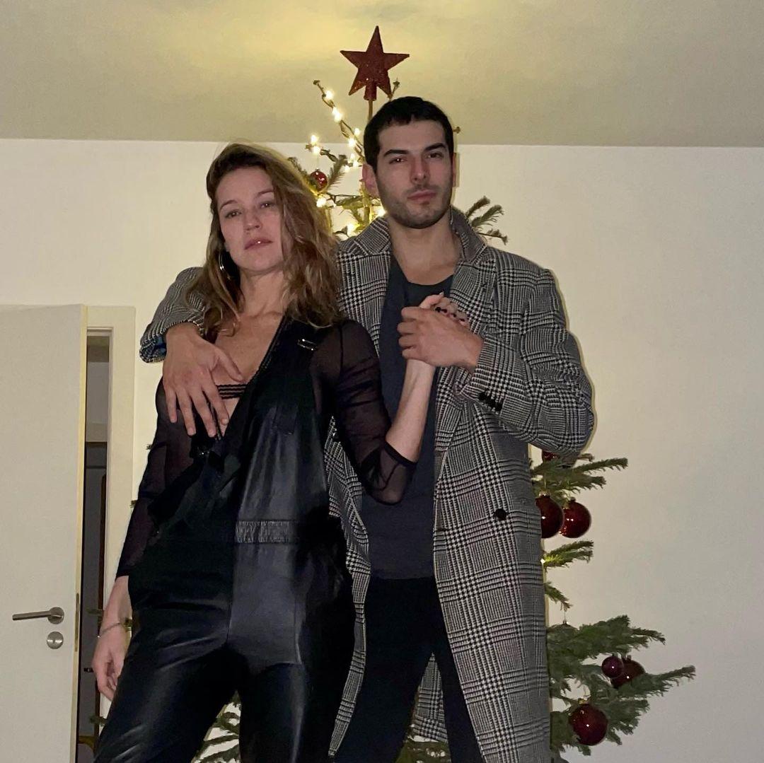 Casal em festas de fim de ano