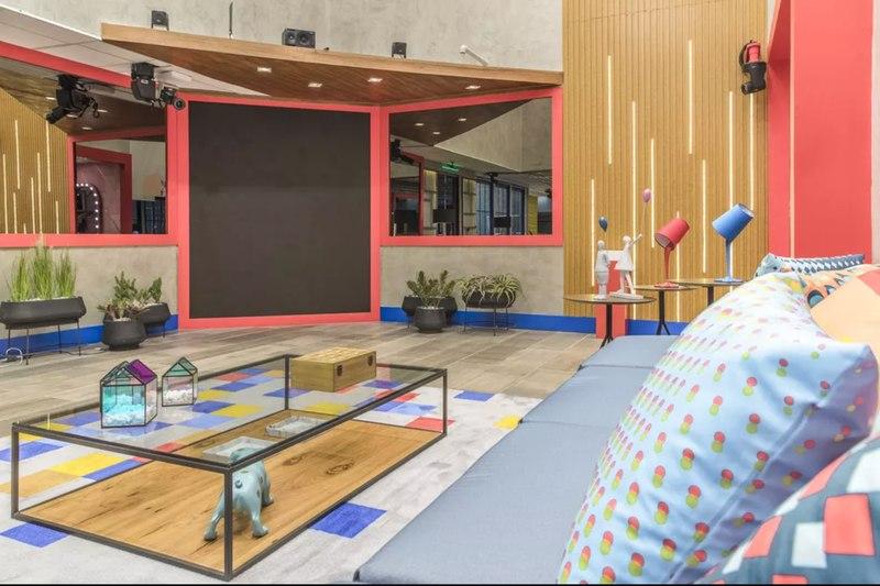 Na foto, aparece a nova sala do BBB 21. Tons coloridos e super criativa