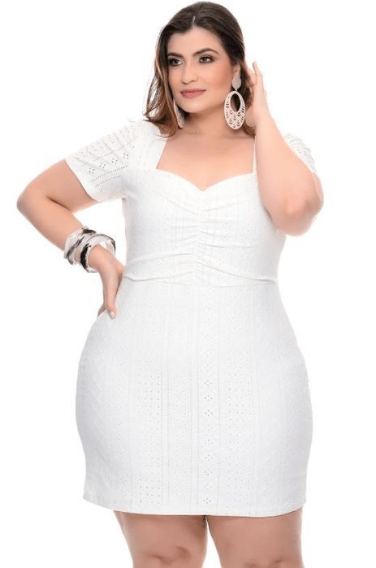 Vestido branco laise decote princesa plus size