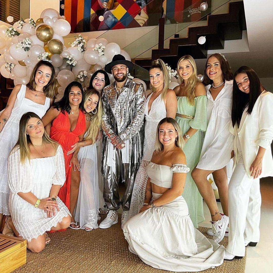 Algumas convidadas da festa de Neymar.