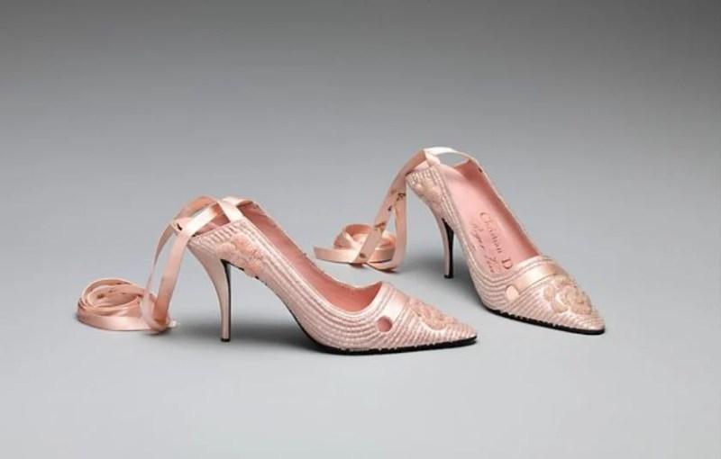 Sapatos de noite de Roger Vivier para Christian Dior, em 1957.