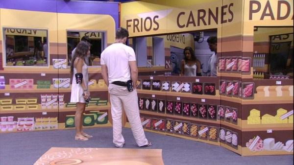 Brother fazendo compra no mercado do BBB - Globo