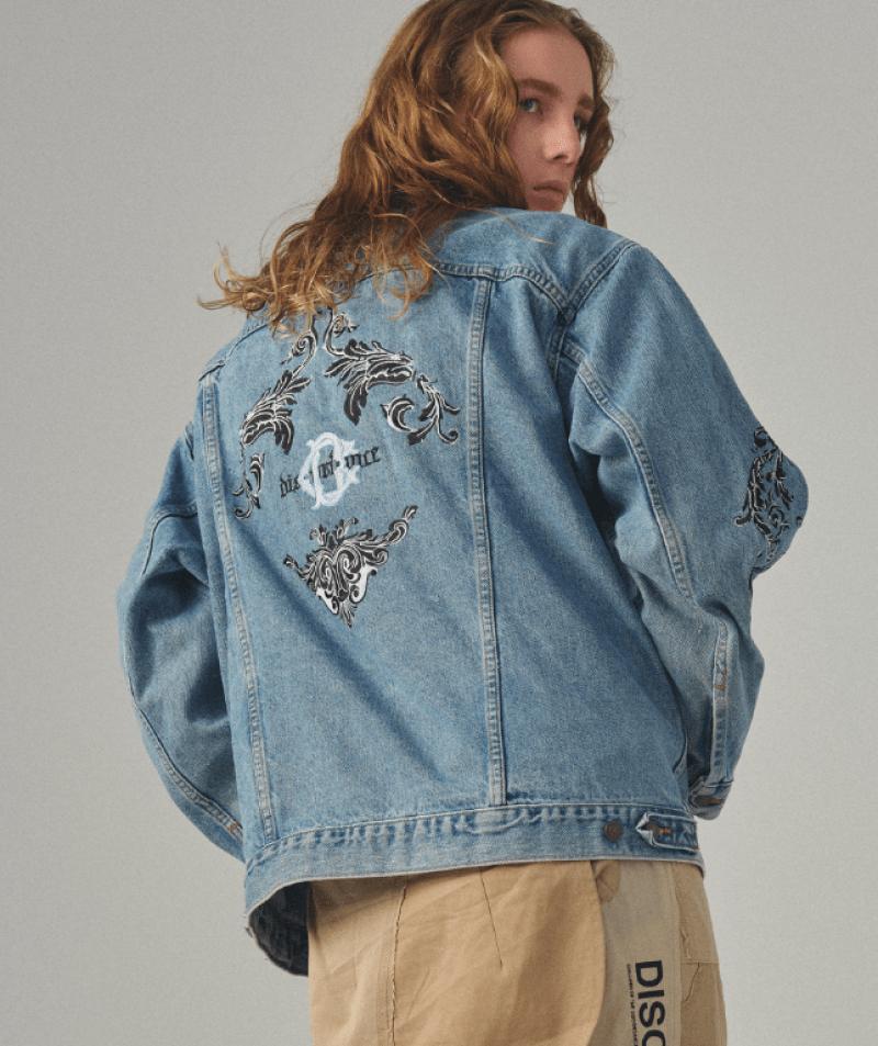 Jaqueta jeans masculina com estampa localizada nas costas