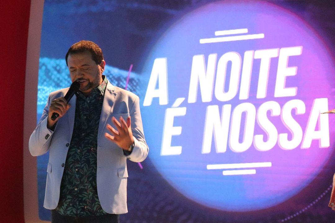 """Programa """"A noite é Nossa"""" sendo apresentado por Geraldo Luís."""