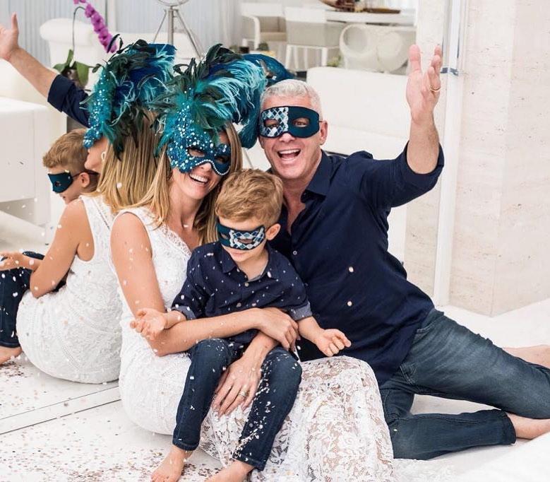 Família da apresentadora Ana Hickmann curtem carnaval em casa.