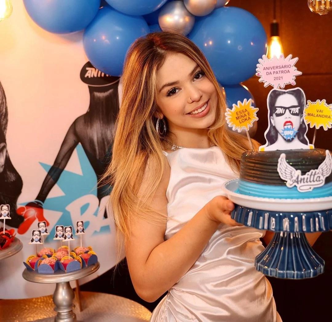 Melody ganha festa com tema de Anitta.