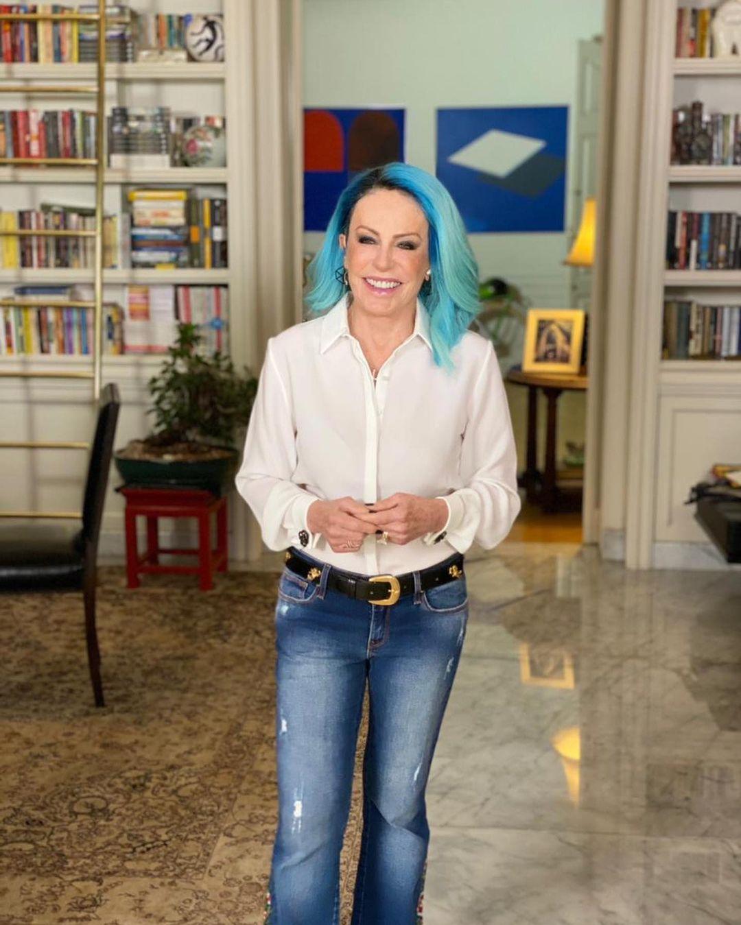 Apresentadora do Mais Você, da Rede Globo.