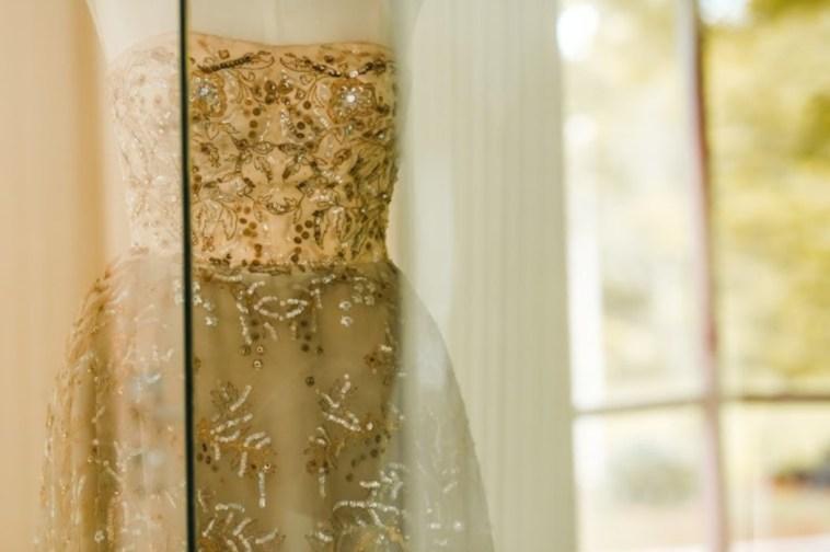 Detalhe do vestido de Sarah Kubitschek em exposição.