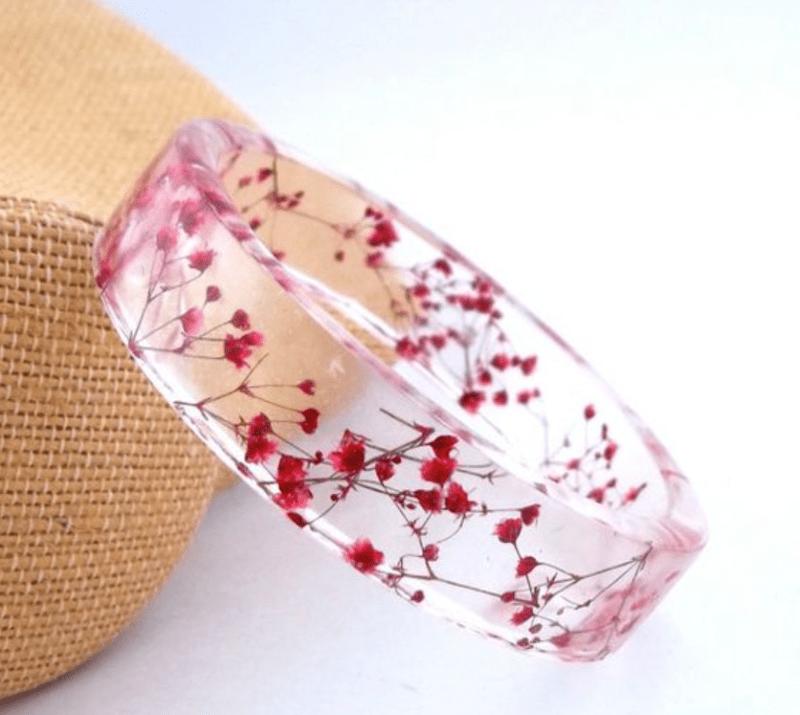 Pulseira de resina com flores