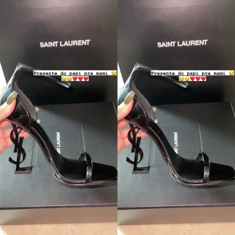 Sandália Saint Laurent.