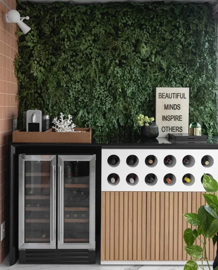 Cantinho de café com jardim vertical