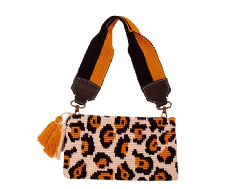 Bolsa carteira com alça de crochê com padrão oncinha