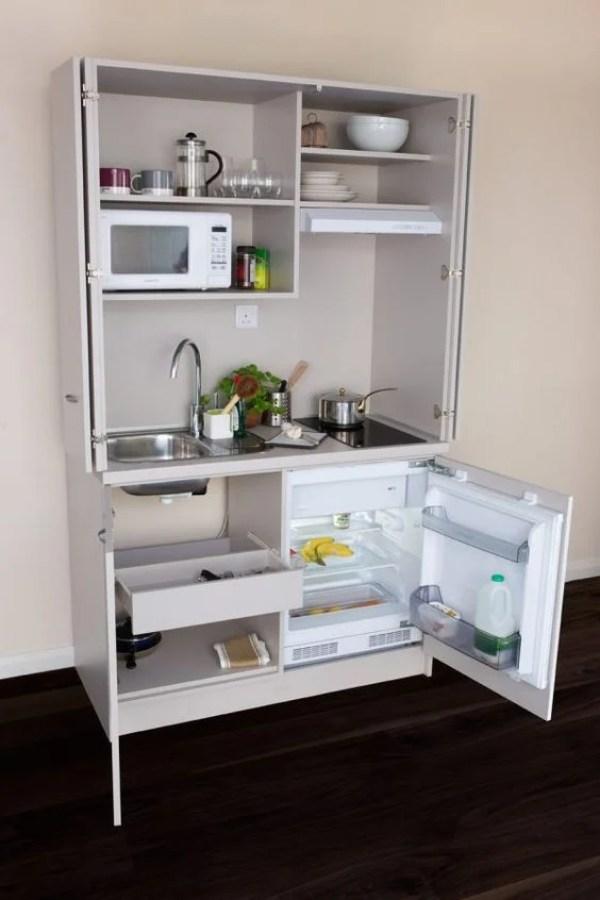 Cozinha escondida no armário