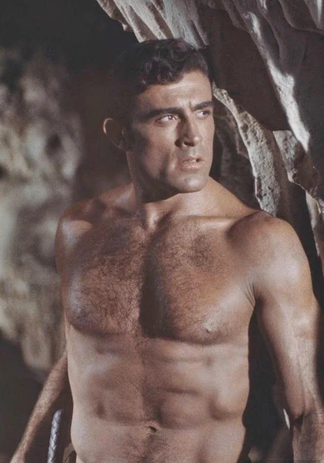 Ator Mike Henry atuando em Tarzan.
