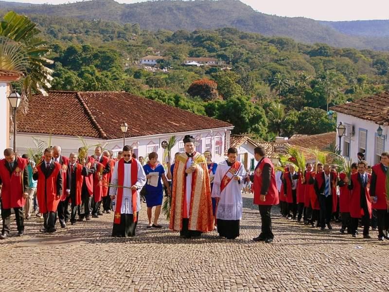 Procissão do Domingo de Ramos pelo Centro Histórico de Pirenópolis, em 2015.