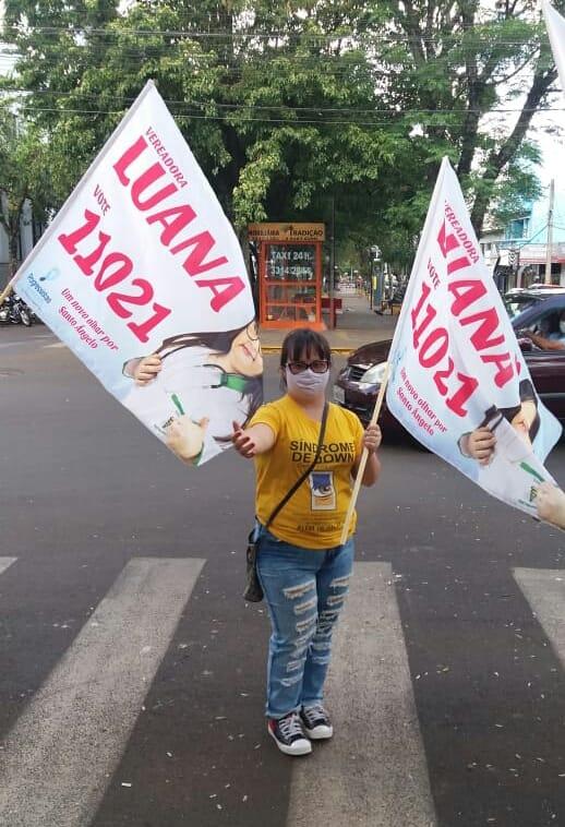 Vereadora Luana Rolin divulgando durante eleição 2020.