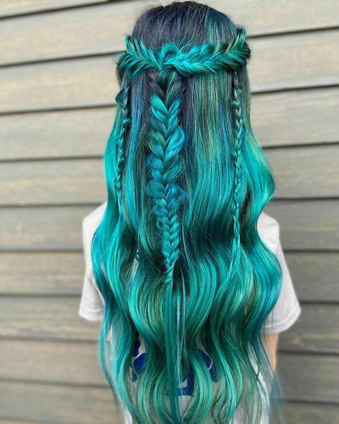 trança no cabelo azul