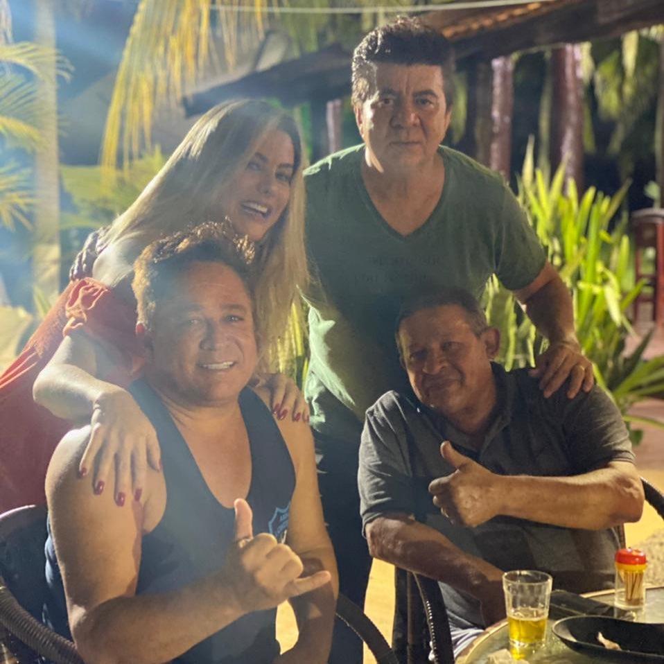 Leonardo, esposa, Passim e amigo.