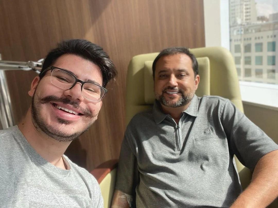 Filho de Geraldo Luís, junto de pai internado no hospital.