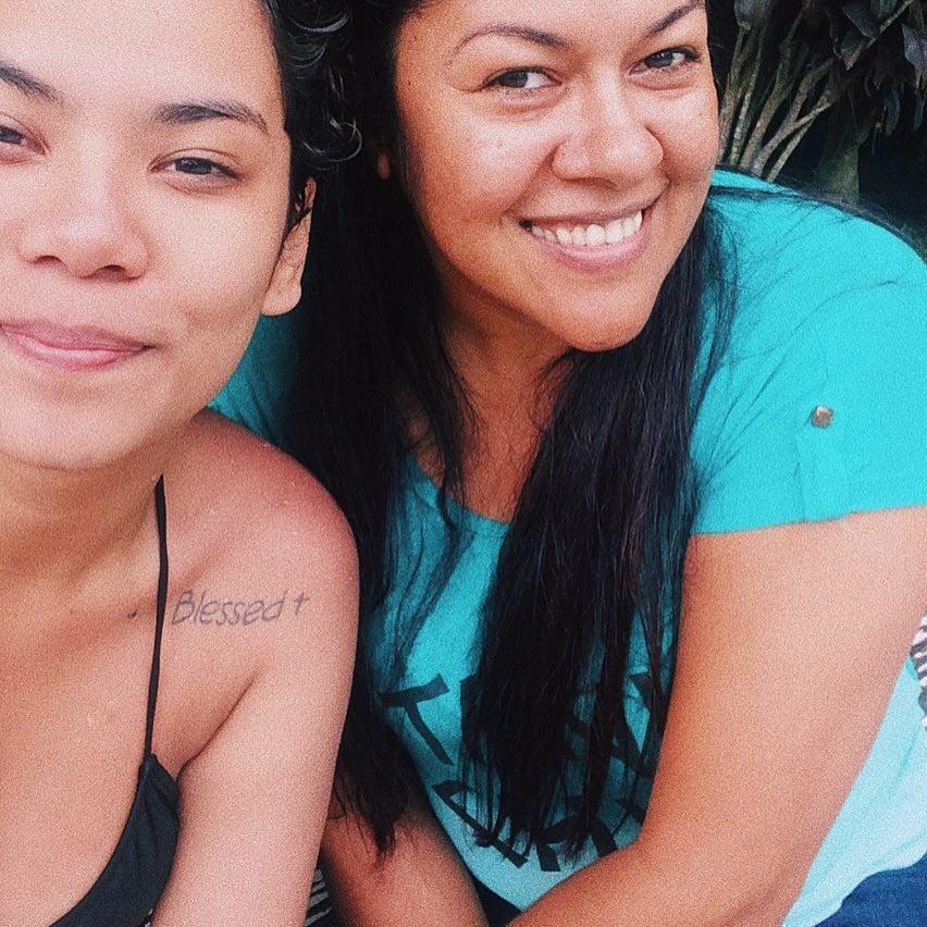 Tayna e sua mãe antes de descobrirem o câncer.