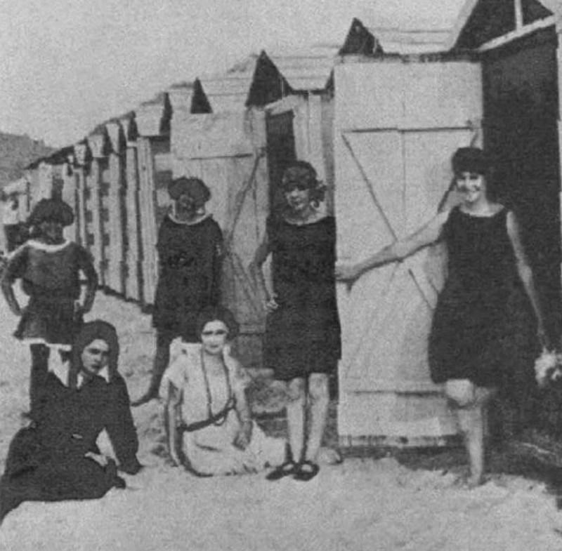 Cabines de Banho em Copacabana, 1916.