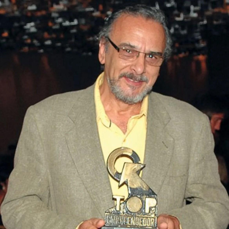 Luiz Bacelli (Dr. César)