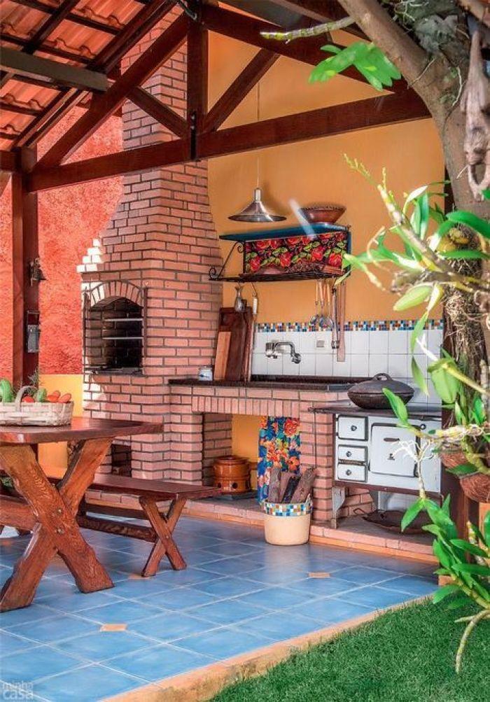 Churrasqueira de tijolos tradicional.