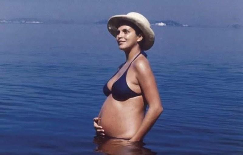 Leila Diniz de biquíni grávida, em 1971.