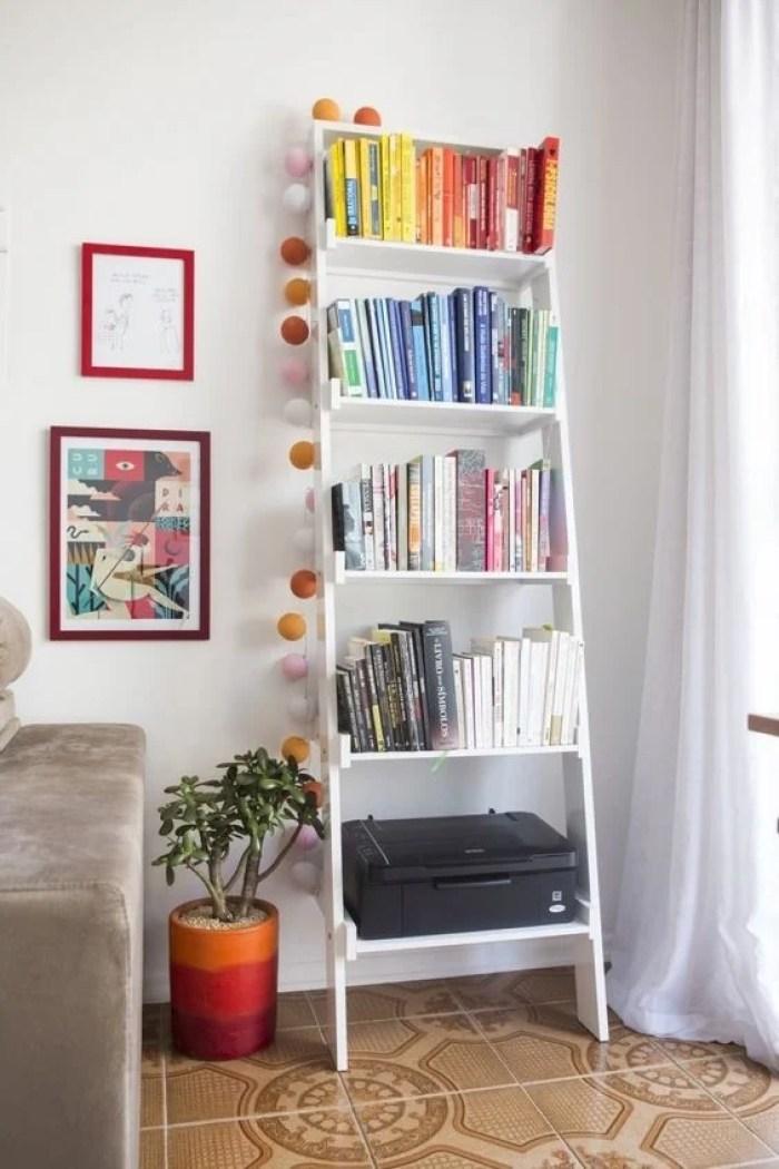 Livros na escada.