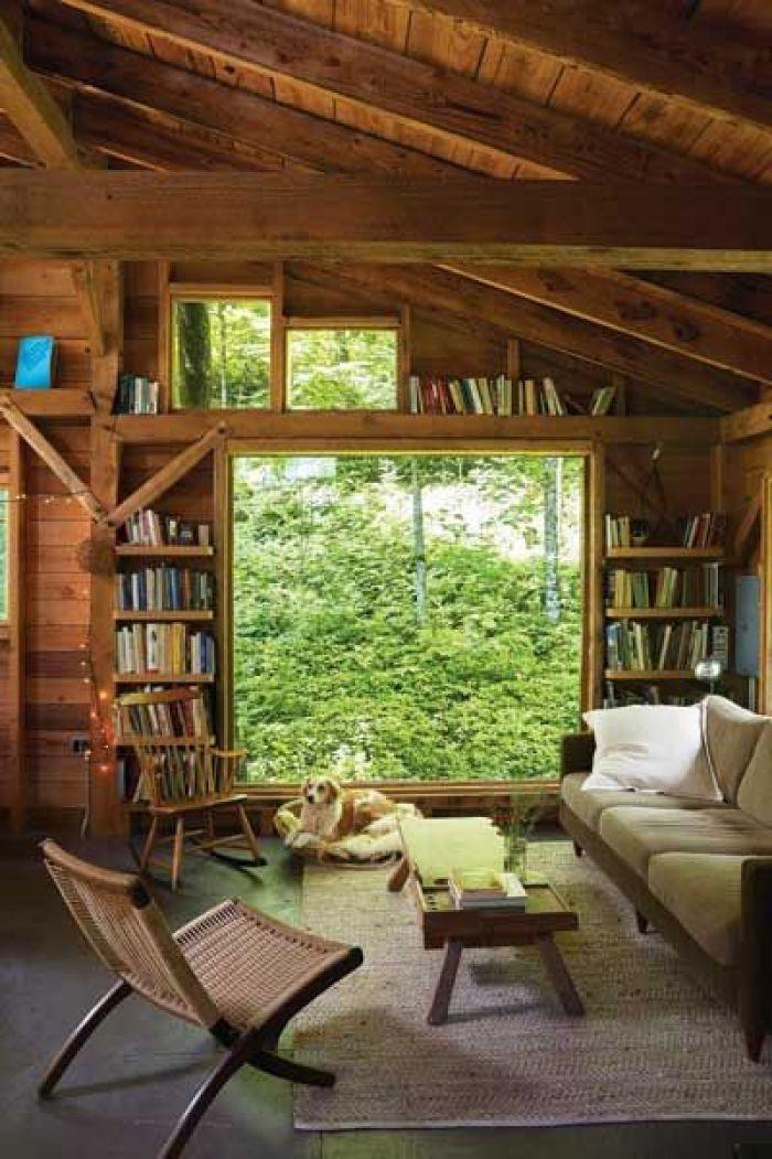 Decoração rústica em casa de madeira.