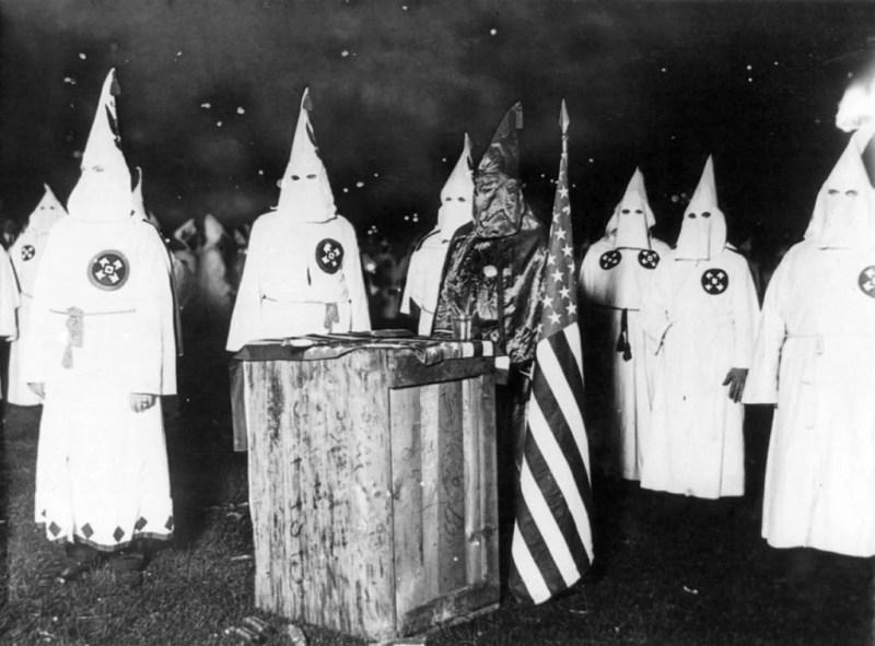 Membros da Ku Kux Klan, c. 1920.