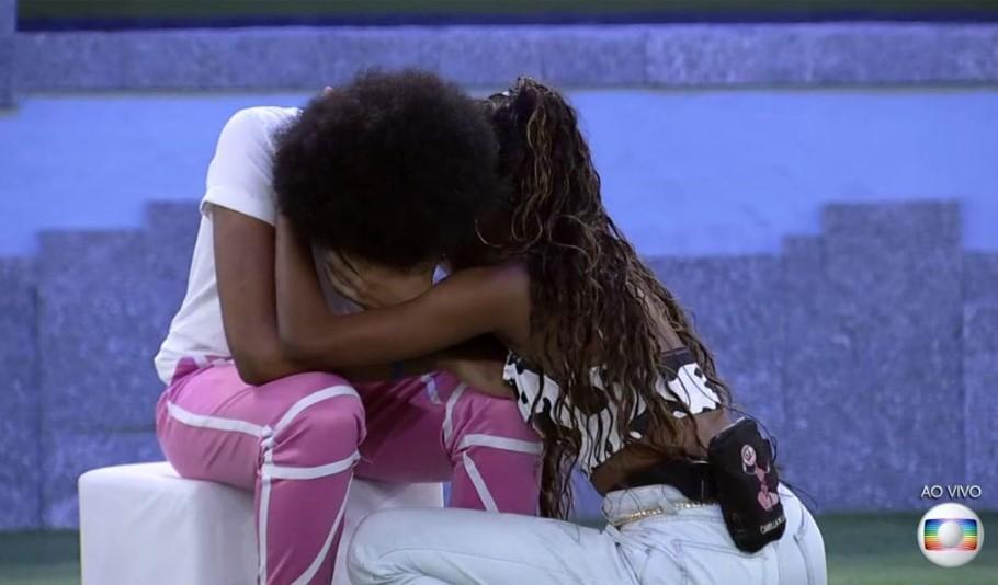 Camilla consola João enquanto brother chora no jogo da discórdia